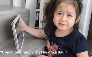 """""""Thiên thần lai"""" 5 tuổi khóc nức nở khi xem lại clip chia tay chị đi học xa nhà"""