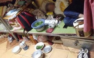 Choáng với cảnh nữ sinh ngủ ngon lành khi xung quanh bề bộn, giường chất đầy gia vị nấu ăn