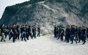 """Phim hành động đề tài ấu dâm của Việt Nam lại """"chơi trội"""" khi để 100 diễn viên casting ở Mai Châu - Hòa Bình"""