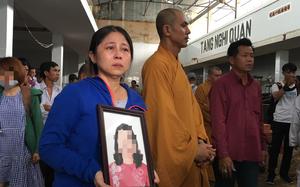 Vụ cháy chung cư Carina: Quặn lòng chứng kiến cảnh người thân nhận thi thể nữ Bí thư phường Nguyễn Thái Bình về chùa an táng