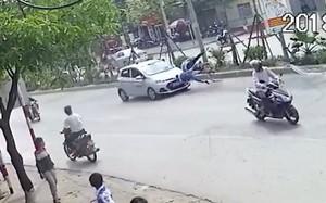 Hà Nội: Đạp xe sang đường không quan sát, hai ông cháu bị ô tô hất tung