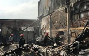 Xưởng ó keo ở ven Sài Gòn cháy lớn, nhiều công nhân hoảng loạn tháo chạy