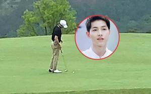 Đưa vợ đi nghỉ dưỡng cùng gia đình, Song Joong Ki thảnh thơi đi đánh golf