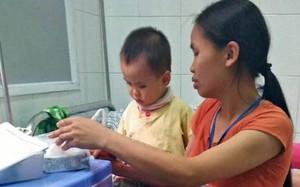 107 triệu đồng từ các nhà hảo tâm gửi đến bé trai 3 tuổi bị viêm màng não tại Phú Thọ