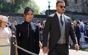 Victoria Beckham kín đáo sang trọng với mạng che mặt, nổi bật nhất dàn khách mời tại đám cưới Hoàng gia