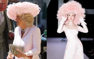 Mặc nguyên một cây hồng với mũ lông, nhìn nữ công tước này mà nghĩ ngay đến cô nàng lắm chiêu Angela Phương Trinh