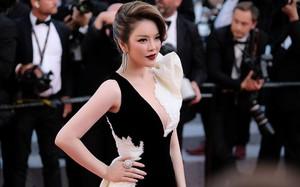 """Lý Nhã Kỳ """"tạm biệt"""" thảm đỏ LHP Cannes 2018 bằng một bộ đầm đen trắng huyền bí đến không tưởng"""