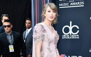 """""""Xà nữ"""" Taylor Swift vừa tái xuất thảm đỏ Billboard đã ẵm ngay 2 giải lớn về nhà"""