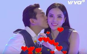Ngọt ngào cảnh Hứa Vĩ Văn nắm chặt tay, hôn má Hoa hậu Kỳ Duyên
