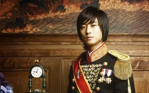 """Nếu hỏi diễn viên Hàn nào vực dậy khỏi scandal ngoạn mục nhất, thì đó chính là """"Thái tử Shin""""!"""