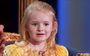 """Ai có thể không """"chảy tim"""" trước cô bé 5 tuổi xinh như bước ra từ cổ tích thế này!"""