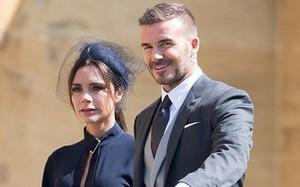 Victoria Beckham đáp trả khi bị chỉ trích vì không chịu cười tại đám cưới Hoàng tử Harry