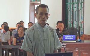 Cụ ông 73 tuổi dâm ô bé gái trong nhà vệ sinh bị phạt 12 năm tù