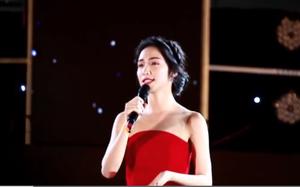 Đang lên sóng trực tiếp mà Hòa Minzy lại quên lời rồi đứng lắc lư gần hết bài