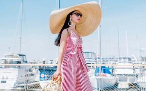 """Chiếc mũ khổng lồ """"che nắng cho cả dòng họ"""" của cô dâu Đan Mạch hóa ra đang là hot trend của giới fashionista hè này"""