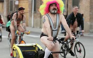 Mỹ: Hàng nghìn người trần như nhộng diễu phố trong ngày lễ hội đạp xe khỏa thân thế giới
