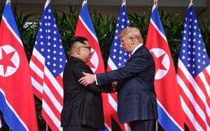 Chuyên gia ngôn ngữ cơ thể tiết lộ những điều bất ngờ trong cuộc gặp gỡ lịch sử giữa hai nhà lãnh đạo Trump và Kim