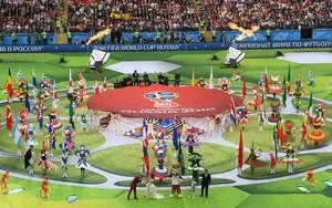 """Robbie Williams """"đốt nóng"""" sân vận động, khai mạc World Cup 2018"""