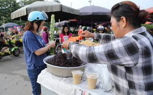 Hà Nội: Tết đoan ngọ, người dân nhộn nhịp mua rượu nếp, nếp cẩm từ sáng sớm