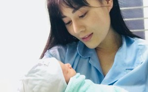 """Hé lộ hình ảnh """"Quỳnh búp bê"""" Phương Oanh sinh con ở bệnh viện"""