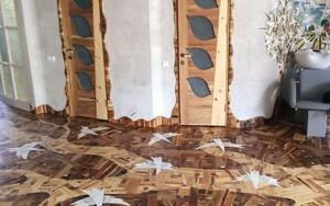 Anh chàng cặm cụi đi nhặt gỗ vụn về chất đống một góc, thời gian sau ai cũng choáng khi bước vào ngôi nhà của anh