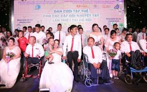 41 cặp đôi khuyết tật vỡ òa hạnh phúc trong đám cưới tập thể tại Hà Nội