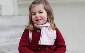 Tiểu Công chúa Charlotte vui tươi trong ngày đầu tiên đến trường mẫu giáo