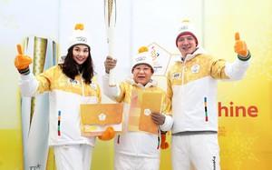 Thanh Hằng sánh đôi cùng Bình Minh tham dự lễ rước đuốc tại thế vận hội mùa đông 2018 tại Hàn Quốc