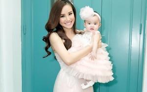 Vy Oanh đưa con gái 6 tháng tuổi lên sân khấu trình diễn cùng mẹ