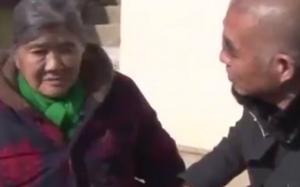 Xúc động cảnh người phụ nữ đoàn tụ với chồng con sau 23 năm ly tán vì mất trí nhớ