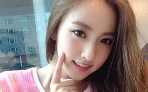 """Phái đẹp Hàn đang phát sốt với cách dùng phấn rôm và cho mặt """"ngâm nước"""" sau khi trang điểm"""