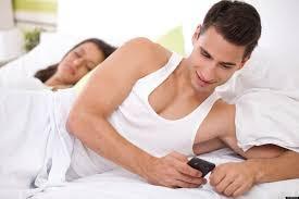 Phát hiện chồng ngoại tình nhờ tin nhắn đặt vé du lịch