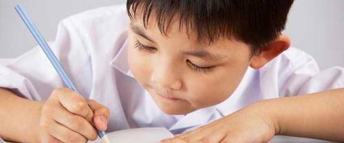 Tiền lớp 1: Đừng bắt trẻ học chữ học toán nữa, hãy để con được vui chơi nhiều hơn