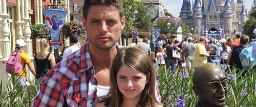 Thành viên Boyzone: Ngày con gái tự kỷ cất tiếng nói đầu tiên, chẳng đôi mắt nào giữ được khô ráo nữa