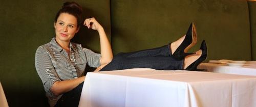 Nữ diễn viên Katie Lowes tiết lộ về căn bệnh khiến cô đau đớn và vô cùng tự ti