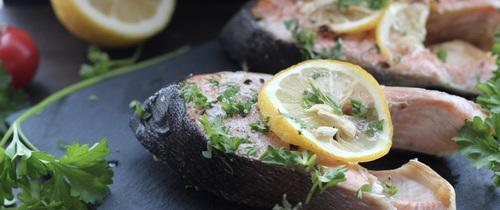 Món ngon cuối tuần: Cá hồi nướng chanh