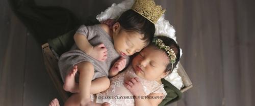 Câu chuyện bất ngờ đằng sau bức ảnh chụp Romeo và Juliet vừa mới sinh