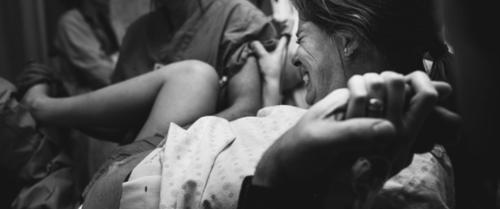 Câu chuyện vượt cạn đau đến tận xương tủy của bà mẹ bị vỡ ối giữa đêm ở tuần thai thứ 36