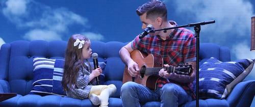 Cô bé 4 tuổi gây sốt với những màn trình diễn nhạc Disney thu hút hàng triệu lượt xem
