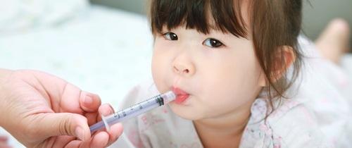 Sai lầm khi cho con uống thuốc, cha mẹ có thể hại con mà không biết