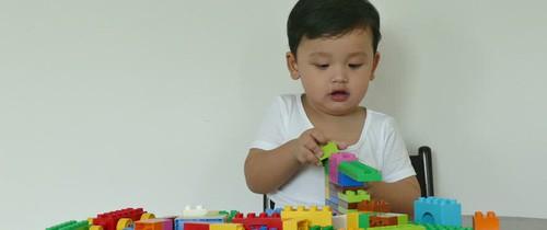 Đây là lý do vì sao bố mẹ không nên mua nhiều đồ chơi cho con nữa