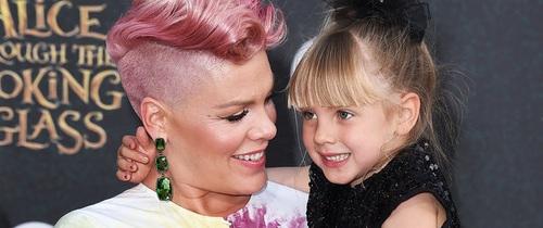 Hàng triệu người nể phục cách phản ứng của nữ ca sĩ Pink khi con gái nghĩ mình xấu