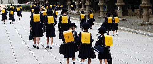 Trẻ em Nhật được nhà trường trang bị những kỹ năng gì để có thể tự đi đến trường?