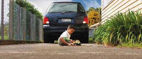Bi kịch cậu bé 3 tuổi mất mạng khi bị chính ô tô của mẹ đâm phải