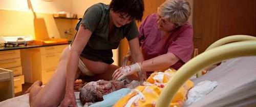 Những điều kiện tuyệt vời khiến việc sinh con tại nhà ở nước ngoài an toàn và ngày càng phổ biến