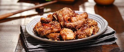 Đậm đà ngon cơm món sườn chiên giòn xóc tỏi ớt