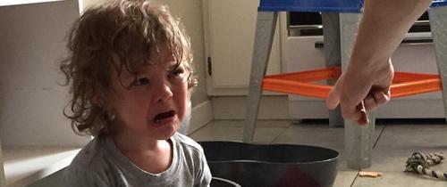 17 hình ảnh phản ánh chuẩn nhất thời kỳ khủng hoảng tuổi lên 3 ở trẻ