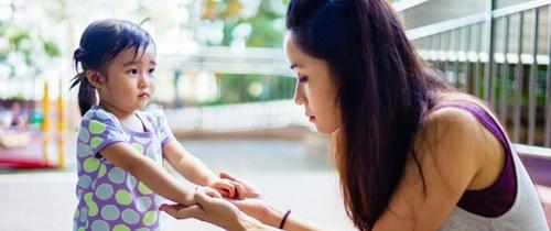 Chỉ với 2 bước, bố mẹ có thể khiến trẻ nghe lời ngay tức khắc