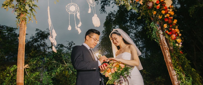 """Đám cưới sân vườn xanh tươi, đẹp như mơ, khiến chú rể """"khô như ngói"""" cũng tưởng được vào vai hoàng tử"""