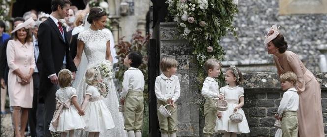 Đây chính là khoảnh khắc đáng giá nhất của tình chị em Công nương Kate trong đám cưới bạc tỷ
